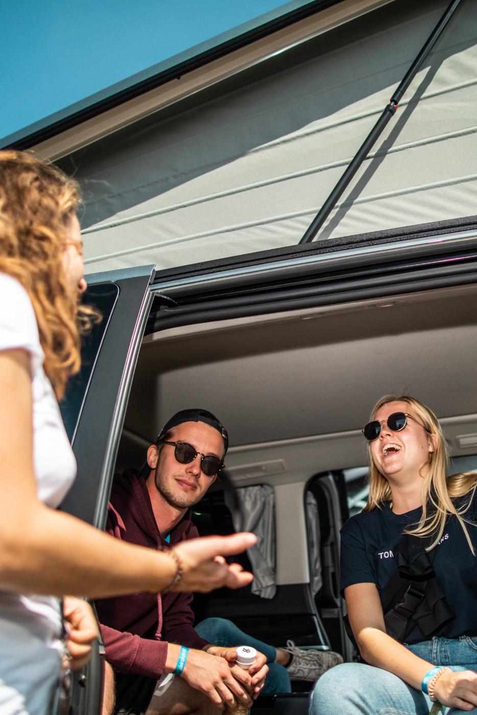 Beratungsgespräch im Mercedes-Benz Van