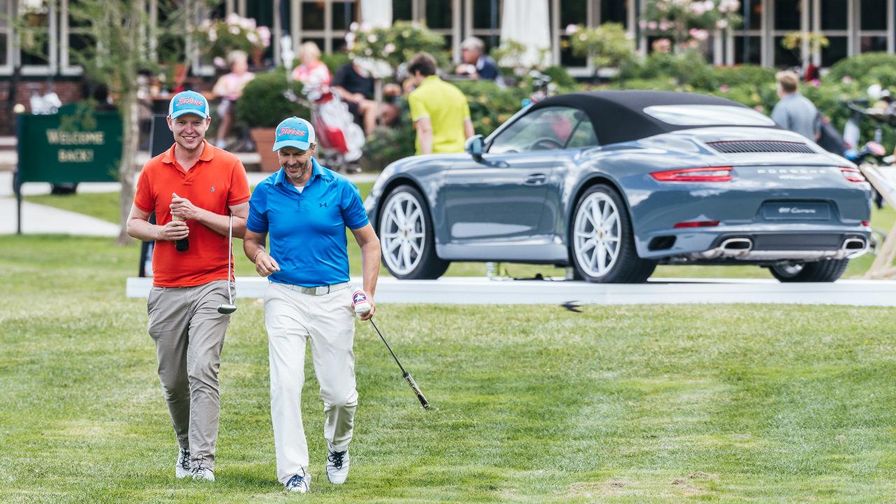 Porsche Generationsopen Golfer mit Golfbag