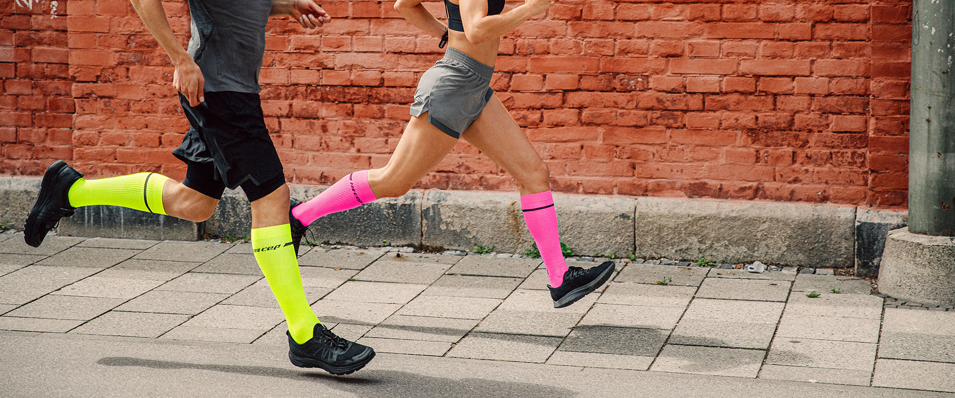 cep-neon-compression_lifestyle_sl